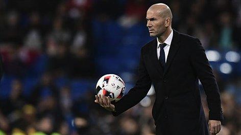 Khủng hoảng nghiêm trọng, Zidane vẫn không cần viện binh