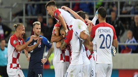 HLV 388: Tip bóng đá 17/11 02:45 Croatia vs Slovakia: Chủ nhà quyết giành vé